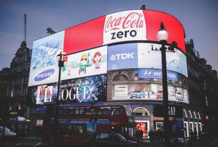 Reklamni letaki in druge tiskovine konkurirajo tudi digitalnim oglasom