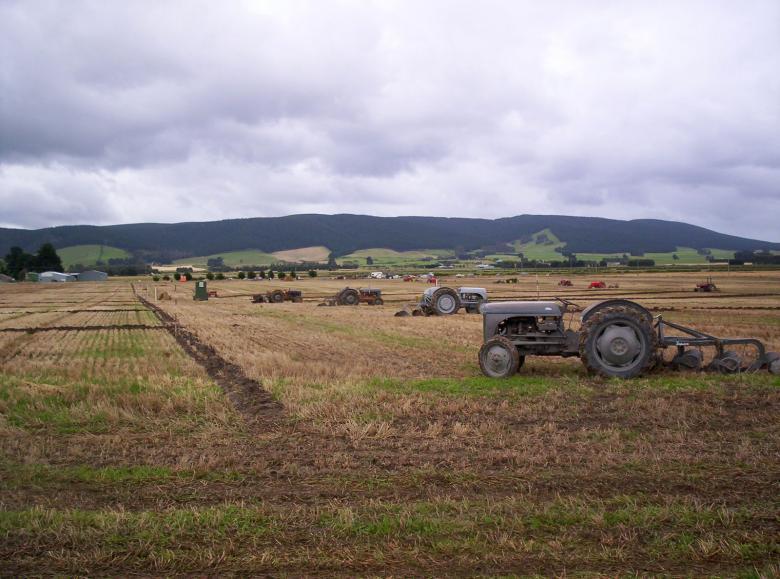 Zgrabljalniki na kmetih so nepogrešljivi stroji