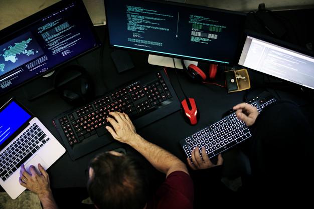 Vsestranski računalnik za uporabo na poti