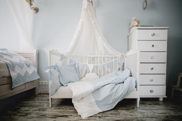 Postelja za dojenčka iz najboljše vrste lesa