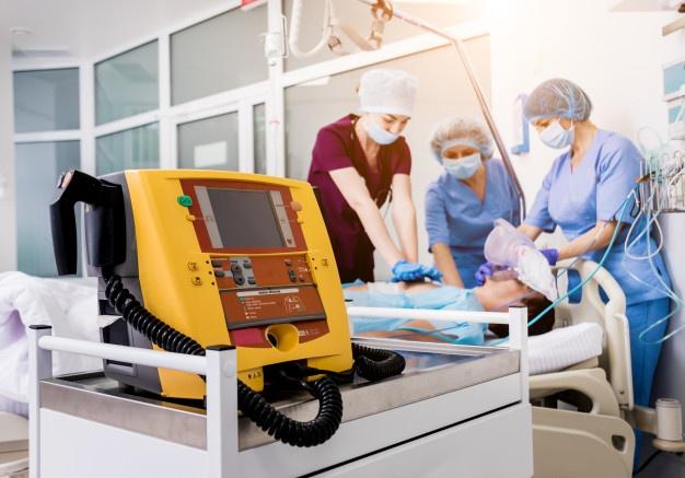 Različni modeli defibrilatorjev