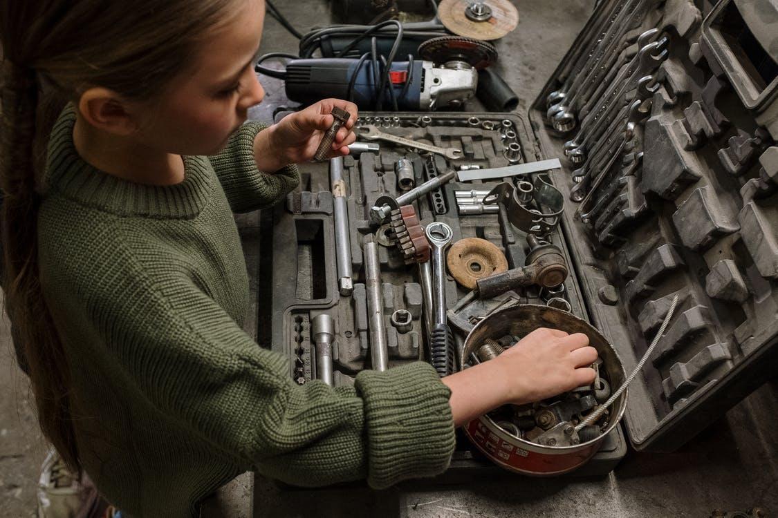 Set orodja vključuje pripomočke, ki jih redno uporabljamo