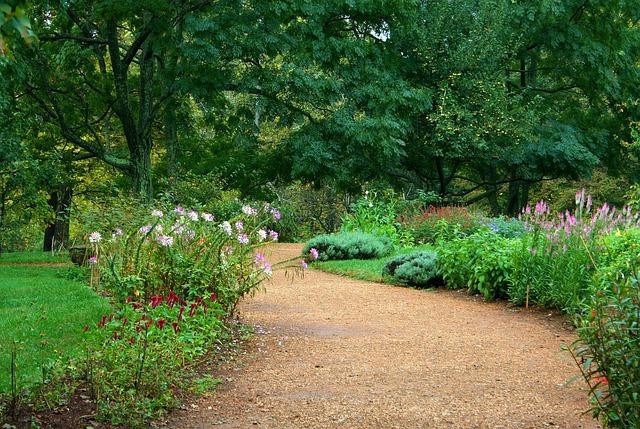 Kosilnice na nitko dosežejo vsak kotiček vrta in omogočajo oblikovanje čudovitega okolja.