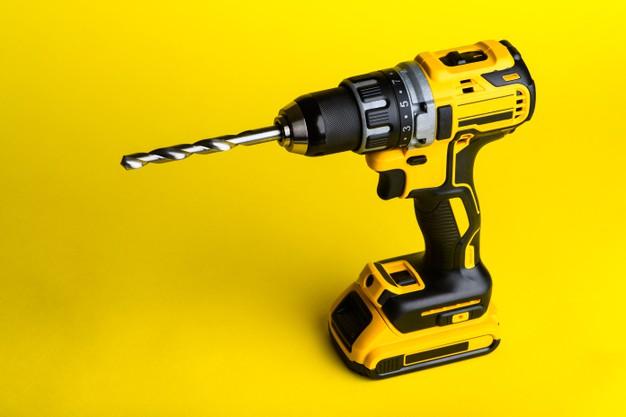 Baterijski vrtalnik predstavlja prednosti baterijskega orodja