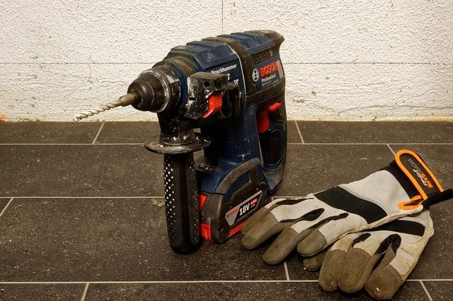 Baterijski vrtalnik je pogosto najboljša naprava za delo.