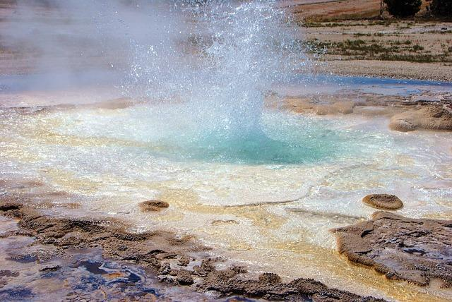 Za naravno čiščenje visokotlačni čistilec na toplo vodo uporablja le moč vroče vode pod velikim pritiskom