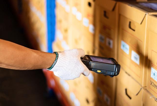 Izdelava nalepk ima velik pomen tudi v proizvodnji, industriji in logistiki