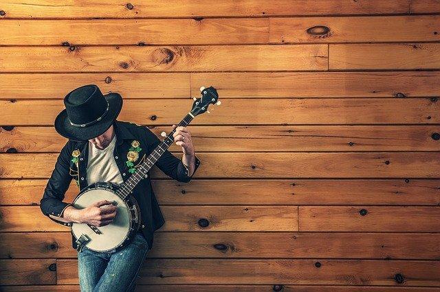 Glasbena trgovina ima lahko v ponudbi zelo zanimivo selekcijo instrumentov