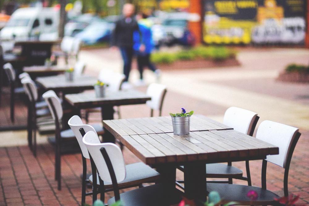Vrtna Miza in Stoli za Poletna Druženja